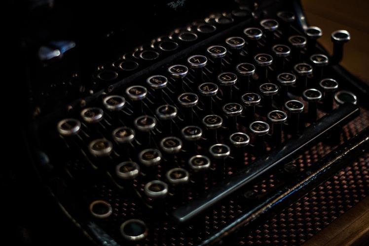 typewriter-1031024_1920