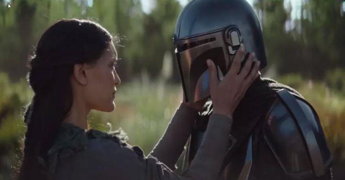 Omera fondly touches the Mandalorian's mask